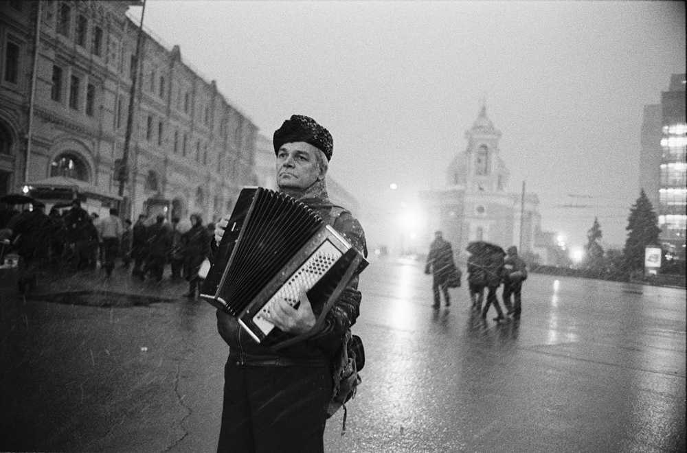 Today we shall present the selection of the best shots by Russian photographer Igor Moukhin, published in the album 'My Moscow', which is available from Schilt Publishing (www.schiltpublishing.com) // Vasilievsky spusk (slope), 2002