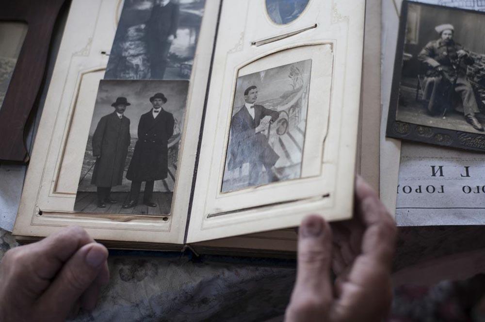 Жителите на тој крај во 1936 година се собрани пред градската коњушница во Молога кадешто им е прочитана одлуката на властите да се изгради Рибинското езеро.