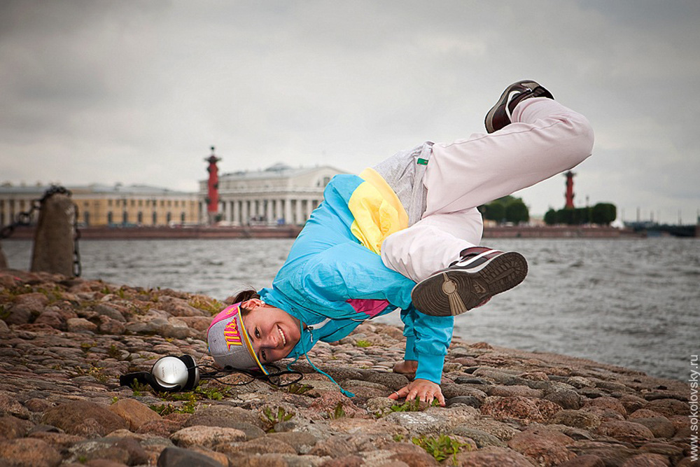 ダリヤ・ヤンソン、ヒップホップダンサー;宮殿海岸通り// 地区の行政から許可を受けていないとしてダンサーが昼間でも追い払われる