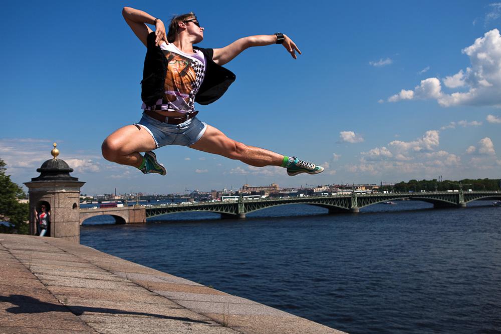 キリル・エフレモフ、 バレエダンサー;ウサギ島//地元サンクトペテルブルクにひらめきを求めるビタリー・ソコロフスキーさんは「踊るサンクトペテルブルク」プロジェクトで人に焦点を当てた