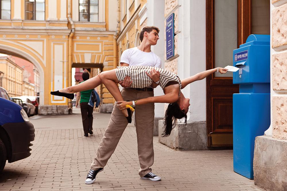 アレクサンドル・ゼヴェレヴとクセニヤ・ザプトリャエワ、バレエダンサー;中央郵便局// バレエ 古典舞踊 民族舞踊 現代舞踊のダンサー愛好家 ストリート・ダンサーなどがサンクトペテルブルクの美と魂を独自にひきだす
