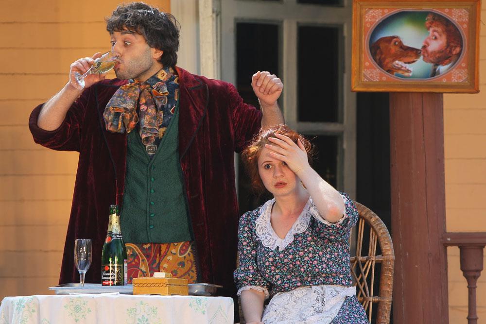 まだ独立国家として普遍的に認識されないこのカフカスの共和国の首都ツヒンバリからの俳優達は「二つのチェーホフのジョーク」を演じた。