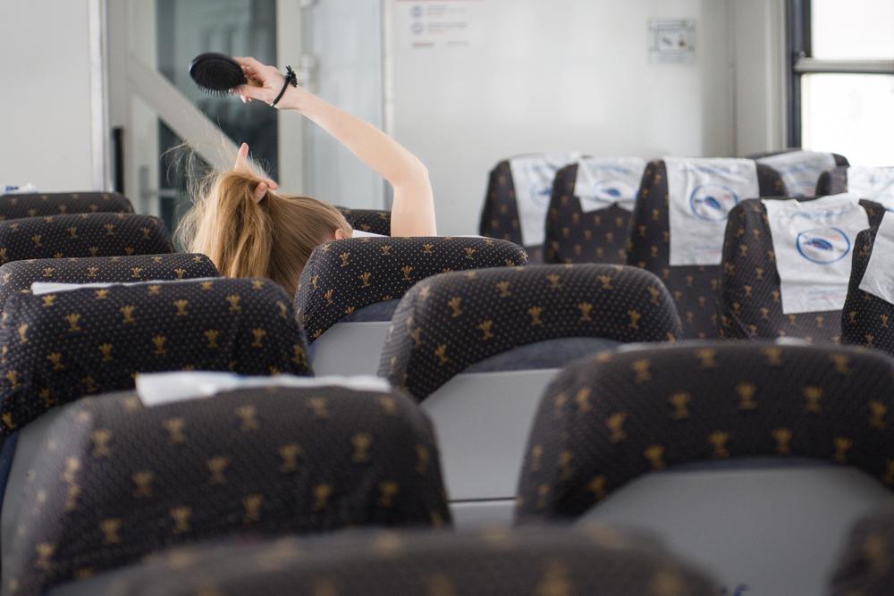 50万人以上が日々、平均3時間かけて通勤し、その約半分の時間は電車に揺られている。合計すると、モスクワ州の典型的な居住者は平均で、年間30日、すなわち一ヶ月を公共交通機関で費やしていることが判明した。したがって、郊外列車は首都の周りの多くの人々にとって、日常生 活の重要な部分だ。