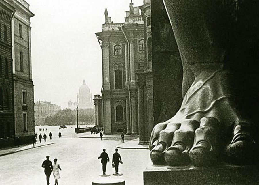 Die Bedeutung der Stadt kann wohl kaum überschätzt werden. Von 1713 bis 1728 und von 1732 bis 1918, als die Sowjets an die Macht kamen, war sie die Hauptstadt Russlands.