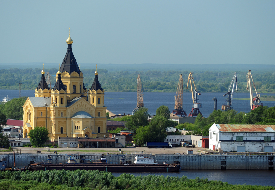 """Ein altes Sprichtwort besagt: """"Moskau ist Russlands Herz, St. Petersburg Russlands Kopf und Nischni Nowgorod sein Geldbeutel. Heute gilt Nischni Nowgorod als eine der wichtigsten Industriestädte der Russischen Föderation. Die Stadt ist ein bedeutendes Wirtschafts-, Verkehrs- und Kulturzentrum von Russland und der großen Wolga-Wjatka-Wirtschaftsregion."""