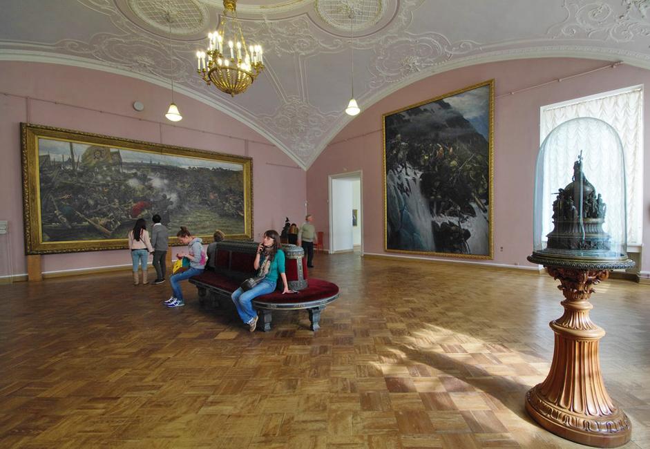 開館以来1世紀を超える歴史の中で、この美術館は、ロシア国内の他のどの美術館も匹敵することのない巨大な複数の建物の集合体へ と発展した。これは美術品のコレクションを収蔵するとともに指折りの修復センターであり、研究施設でもある。