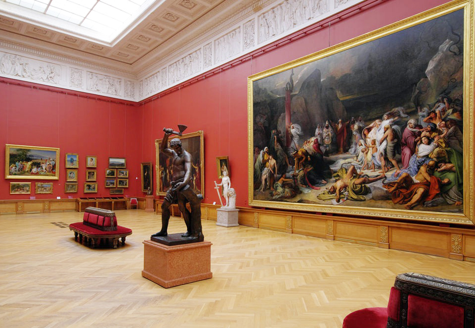 1895年の開館当初、博覧会の展示内容は、エルミタージュ美術館にすでにあった所蔵品や、ロシア美術の収集家として知られた ティエニシェワ公爵夫人とロバノフ=ロストフスキー公爵の2人によって寄贈された美術品によって構成されていた。