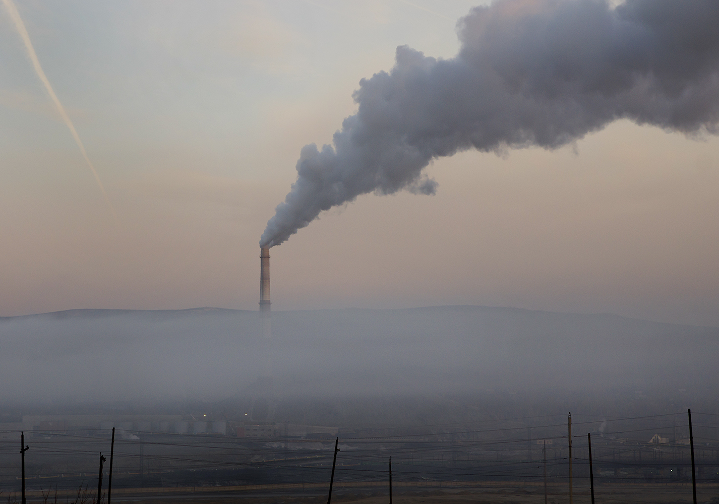 コンビナートは100年の間に、周辺の広大な地域にスラグをまき散らして焼き焦がした。年間180トン以上のガスを大気に排出し、それが酸性雨となって周辺地域に降り注ぐ。