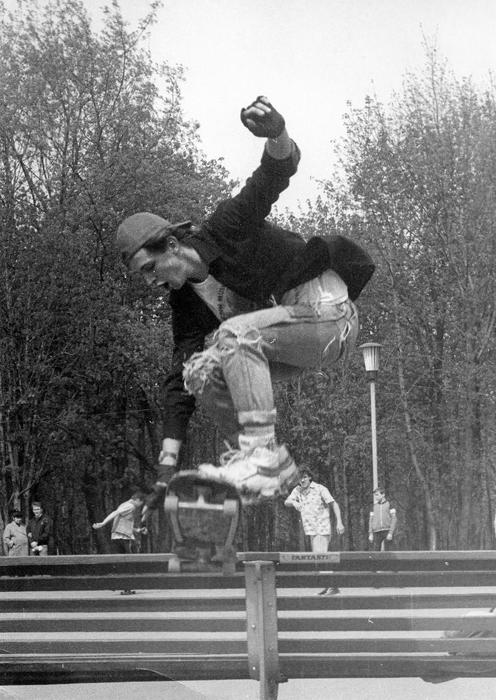 スケードボードの熱狂には、最初にバルト海沿岸の国々で火がついた。エストニアでは、1979年にはスケーターたちが自家製ボードを作り始めていた。