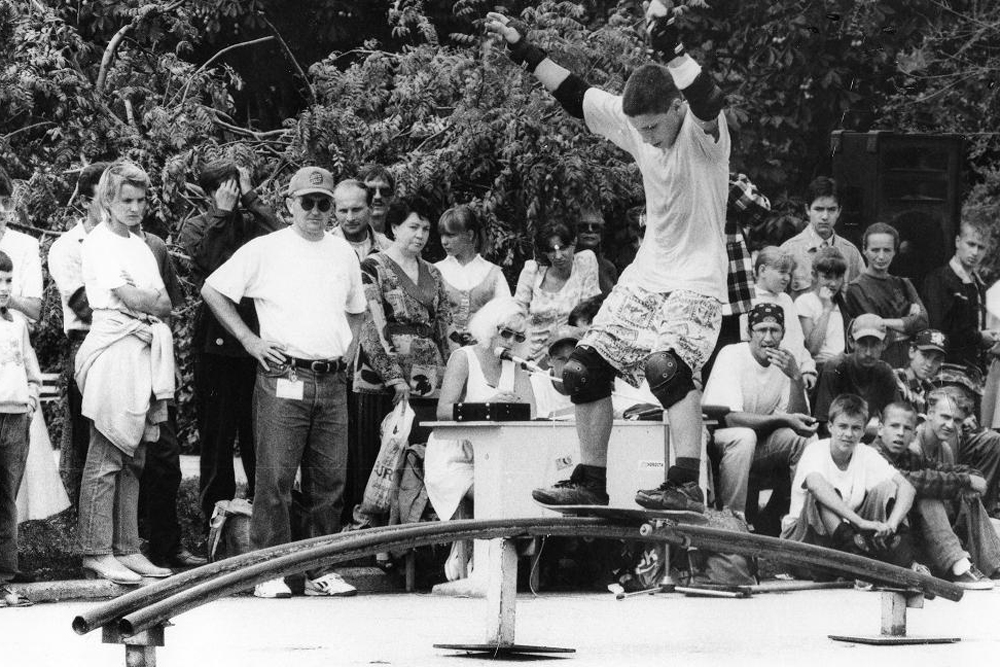 1980年代の後半には、ソビエトの若者たちは、アメリカのスケーターを主題とする2本の外国映画『ローリング・キッズ』と『スラッシュ!!』を観ることができた。これら2本の映画は、多大な影響を与えた。
