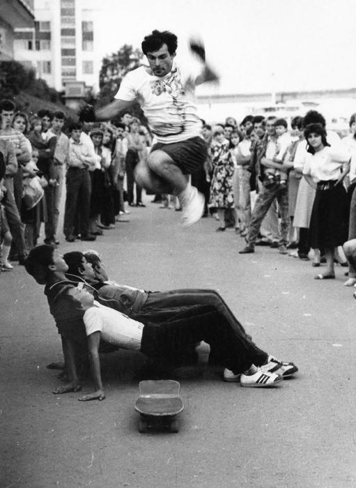 こうした動きは次第に人気を高め、スケートボードは一人前のスポーツとしての地位を確立した。スケートボード・クラブがモスクワにでき、サラトフ、ヴィリニュス、レニングラードやその他の都市では主要な大会が開催された。