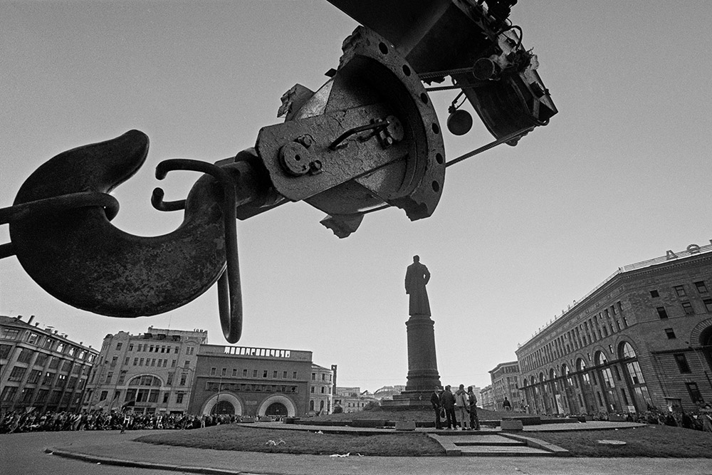 What makes the Moscow of 1960s – 1990s? What did the keen camera manage to capture? Lubyanka square. August, 1991...