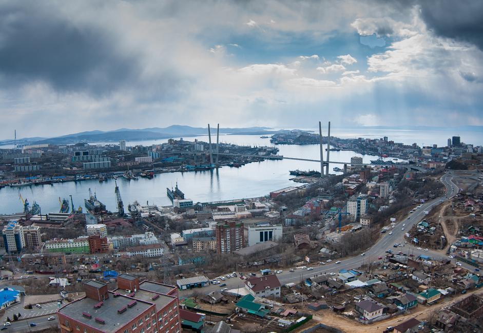 Lorsque le premier secrétaire du parti communiste Nikita Khrouchtchev s'était rendu à Vladivostok (à une distance de 9 037 km de Moscou) en 1959 après un voyage aux Etats-Unis ; il avait déclaré que la ville, alors fermée, deviendrait « our Soviet San Francisco ». L'expression colle, même si la transformation du morne port soviétique en une étincelante ville côtière a eu lieu bien plus tard que ce qu'avait envisagé Khrouchtchev.
