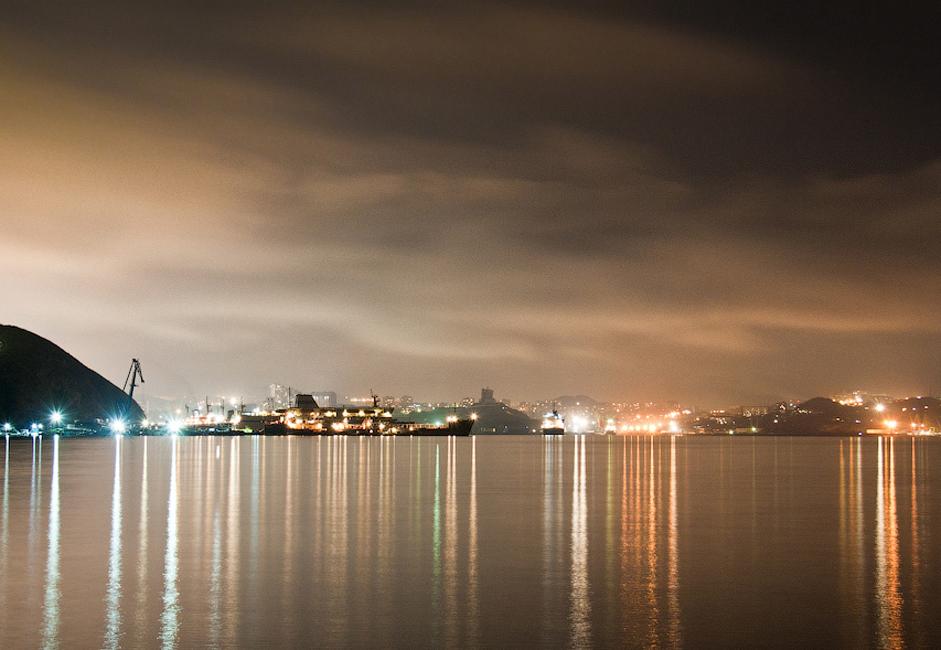 Les habitants de la partie européenne de la Russie considèrent Vladivostok comme la fin du pays, mais pour les locaux il s'agit plutôt du début : après tout, le soleil se lève à l'Est. Lorsque la construction du transsibérien a débuté, c'est de Vladivostok qu'elle fut menée.