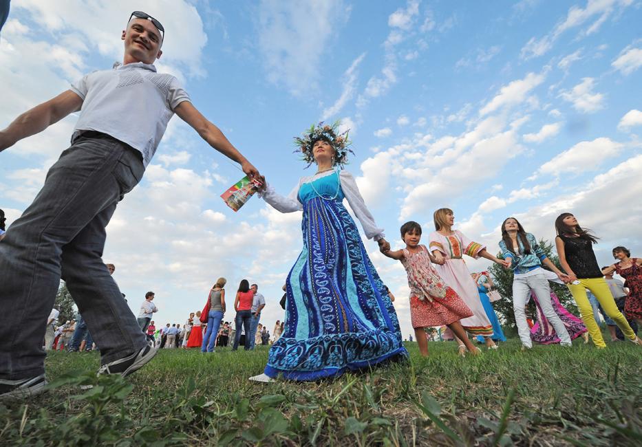 古代よりスラブ圏に伝わるイワン・クパーラ祭は、ロシア、ベラルーシ、ポーランド、リトアニア、ラトヴィアとウクライナで人気がある異教の祭日で、夏至の日に祝われる。