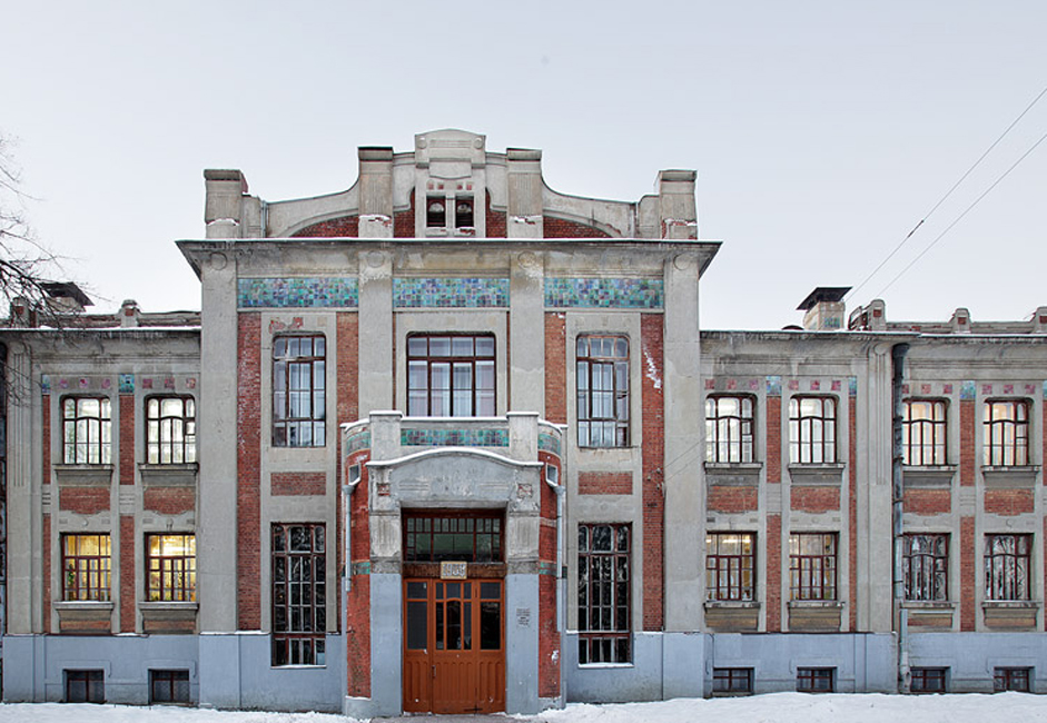 In the outskirts of Noginsk (town situated in 68 km from Moscow), on 8 March Street, stands the splendid building of School № 10, which this year marks its 105th anniversary.