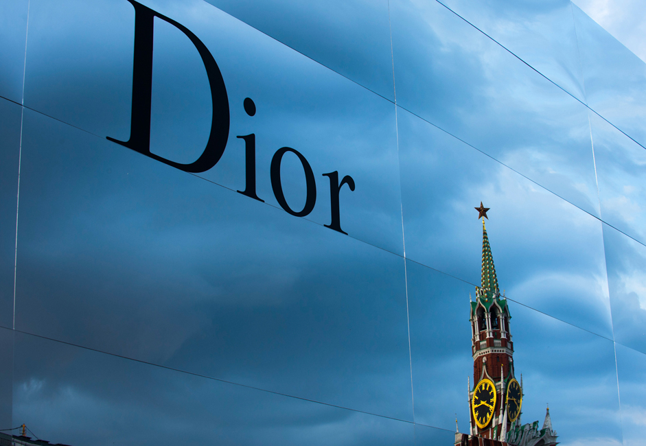 7月9日、ロシアの首都の都心で、特別なファッション・パレードが行なわれた。ディオールが赤の広場で2013/2014秋冬コレクションを披露した。