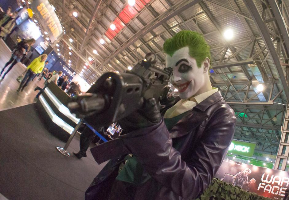 このショーの常連参加者の間では、コスプレ文化を代表する人たちが主流になってきている。有名なコンピューターゲームのキャラクターの格好をした彼らは、エルフ、ロボットなど、さまざまな装いで会場を賑わせた。