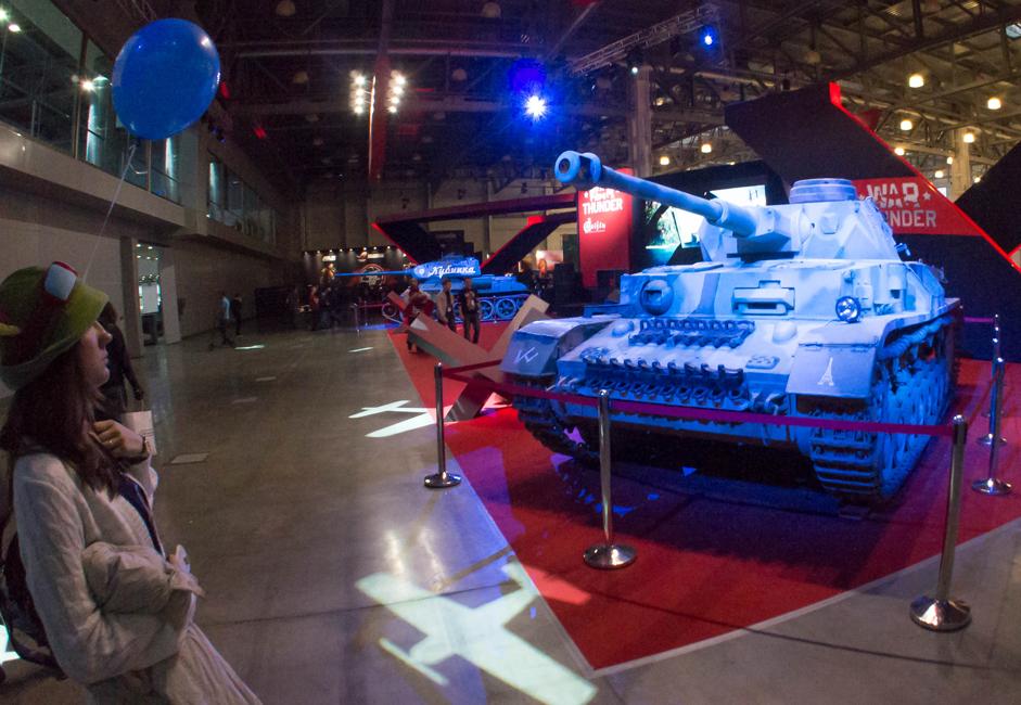 例えば、戦場をシミュレートするWorld of Tanks の Xbox 360 版と、Windows 8 オペレーティングシステムと Windows Phone 8 を搭載するデバイスでプレイが可能な射撃ゲーム Halo: Spartan Assault が展示された。