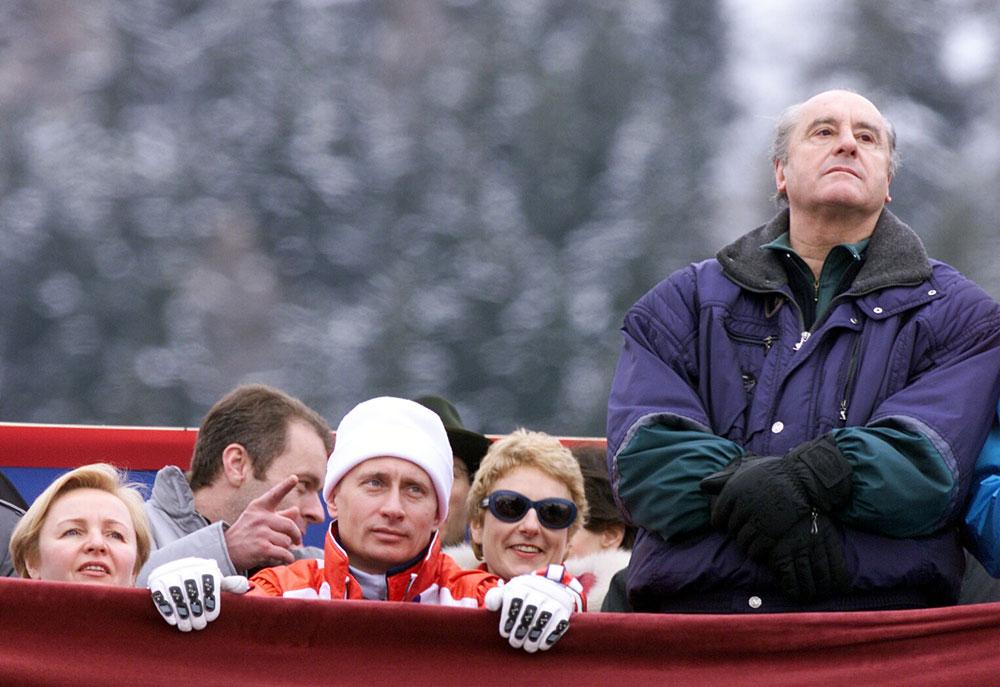 2005年10月、同氏にグミリョーフ名称ユーラシア大学(アスタナ)の名誉教授の称号および「金の戦士」記章が授与される。