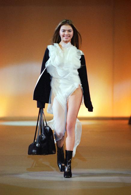 "Pada tahun 2006, Alina terpilih menjadi ""wanita tahun ini"" versi majalah 'Glamour' (pemilihan berdasarkan pemungutan suara pembaca majalah) dan juga menjadi ""wanita terseksi di Rusia"" dalam kategori ""Top 10 Sexy"" di bidang olahraga. Alina pernah tampil tanpa busana di majalah 'Maxim'."
