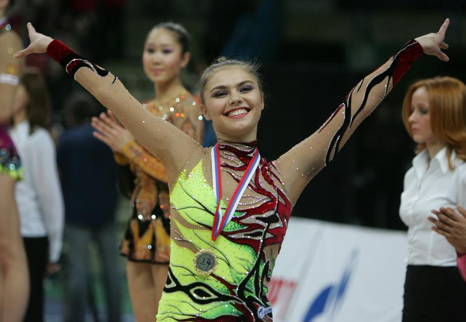 Pada tahun 1998 (2 tahun setelah keikutsertaan Alina di tim nasional Rusia), Alina memenangkan kejuaraan Eropa 4 kali berturut-turut (sejak tahun 1998). Pada tahun 1999 Alina menjadi juara di kejuaraan dunia.