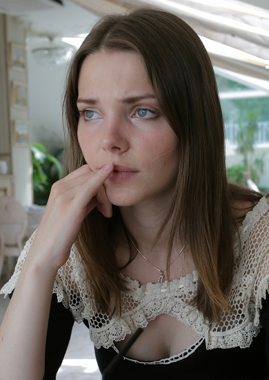 Od 2006. Liza radi kao glumica u Malom dramskom teatru (Teatar Europe) u Sankt-Peterburgu.
