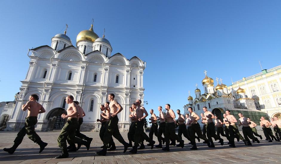 7/12. Осим одржавања церемоније почасне страже, један од главних задатака пука је заштита и одбрана московског Кремља, званичне резиденције председника и других објеката који су под заштитом ФСО.