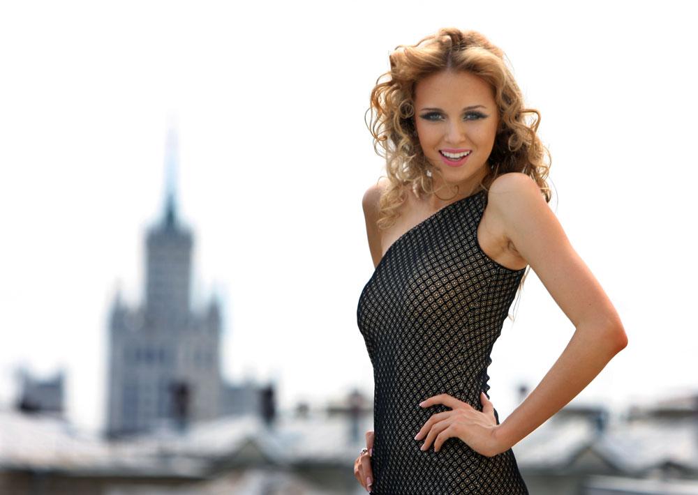 Ses mensurations sont : 83-60-91 ; sa taille étant de 178cm. La devise personnelle de Ksenia Soukhinova est : « Respectez les gens de votre entourage, et ces gens vous respecteront ».