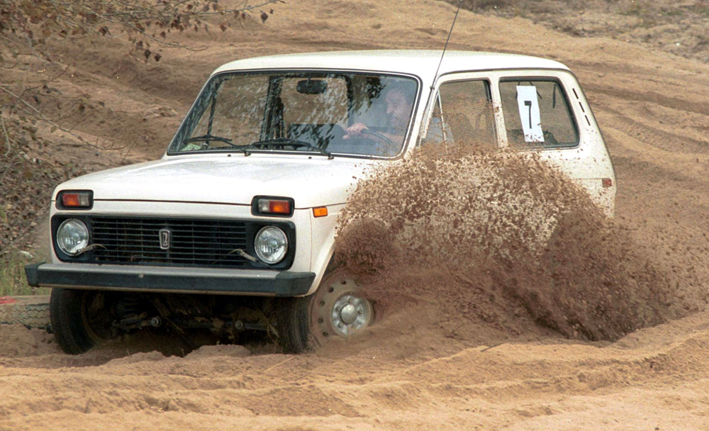 「VAZ2121」(ニヴァ)はソ連初のオフロード車。四輪駆動で農村部の道のない場所をしっかりと走行した。サマーラのヴォルガ自動車工場で1977年から生産されている。個別の改良は現在でも行われている。