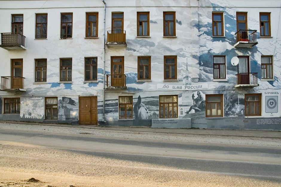 しっかりと閉ざされた窓も、オフチンニコフ氏の筆によって開け放たれる。これらの追憶のイラストには、オフチンニコフ氏の心を正確に伝える、妻エリヴィラ・チャスチコワ氏の詩も書かれている。