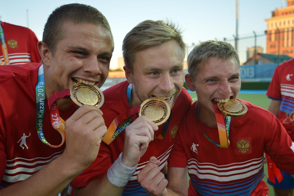 フィールドホッケー男子ロシア代表は、決勝戦でフランスに2-1で勝利し、金メダルを獲得した。カザンには子供のフィールドホッケーのグループが数多くあり、ロシアではこの種目の中心地の一つとなっている。