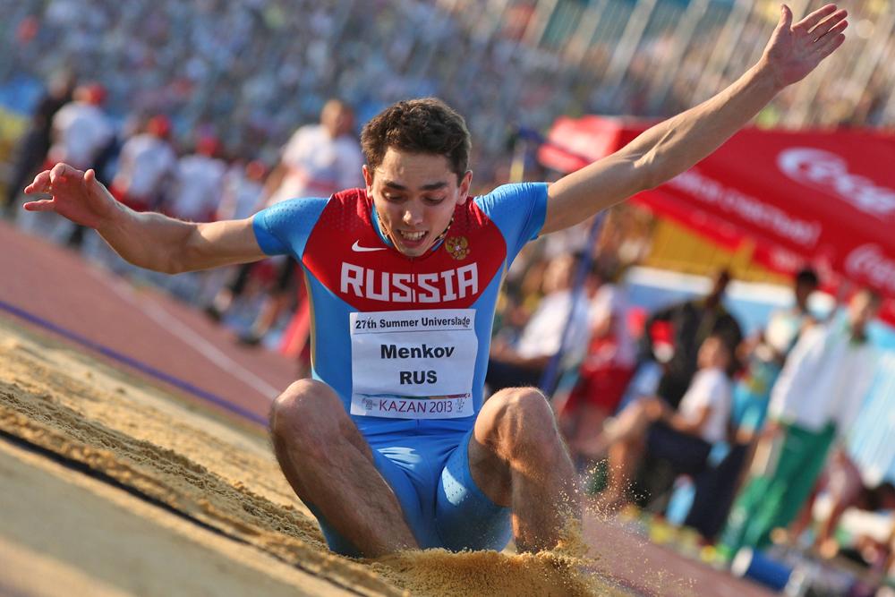 クラスノヤルスク国立教育大学の学生、アレクサンドル・メニコフは、走り幅跳びで8.42mの好結果をマークし、銀メダルを獲得した。ソ連時代の1988年の古い記録まで、あと4cmだった。