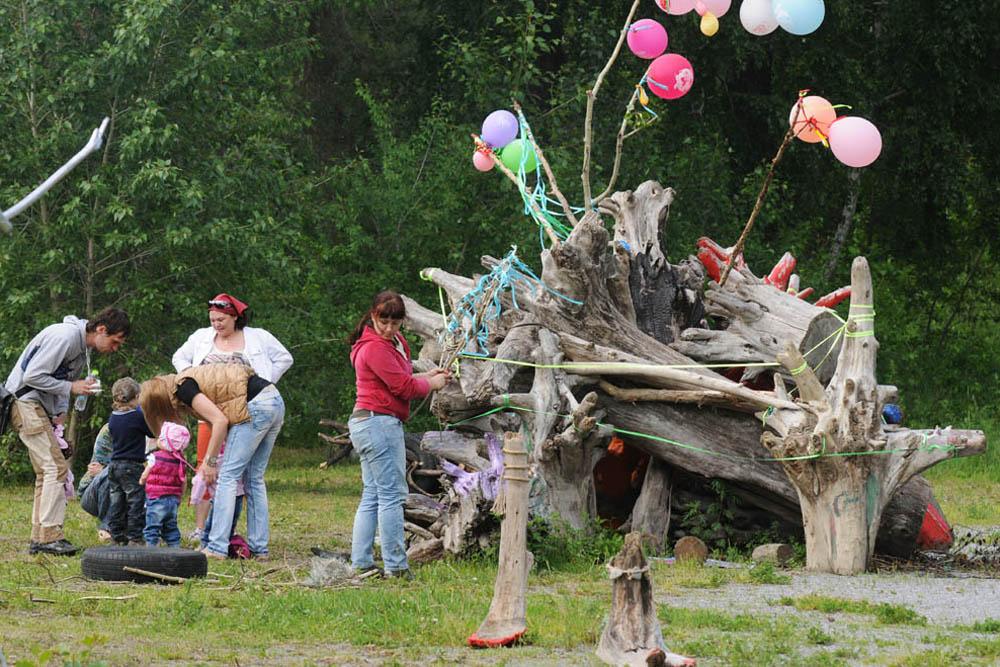"""Die Veranstalter des sibirischen Öko-Festivals """"Jolki-Palki"""" wollen es zu einem jährlichen Event machen. Sie glauben, dass die immer größere Teilnehmerzahl in Zukunft das Festival zu einem russlandweiten Kulturereignis machen und schließlich auch internationales Teilnehmer anziehen wird."""