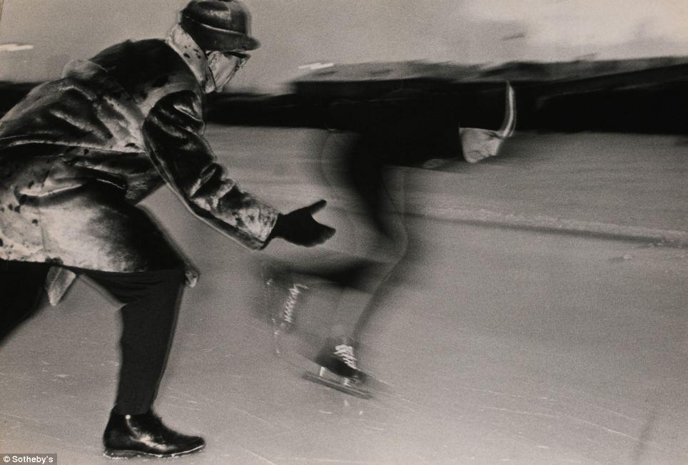 ソビエト連邦時代に撮影された数々の芸術写真が、ロンドンのサザビーズでオークションにかけられた。ソ連時代の写真家による 前衛的な155点の作品コレクションでは、その当時の人々の生活を垣間見ることができる。そのうちの34点の販売が成立し、総売上額は31万3,250ポ ンド(1ポンドは約150円)におよんだ。このスチール写真はエストニア人の写真家イシ・トラピードによる『スピード』とよばれる作品で、その落札価格は 2,250ポンドだった。