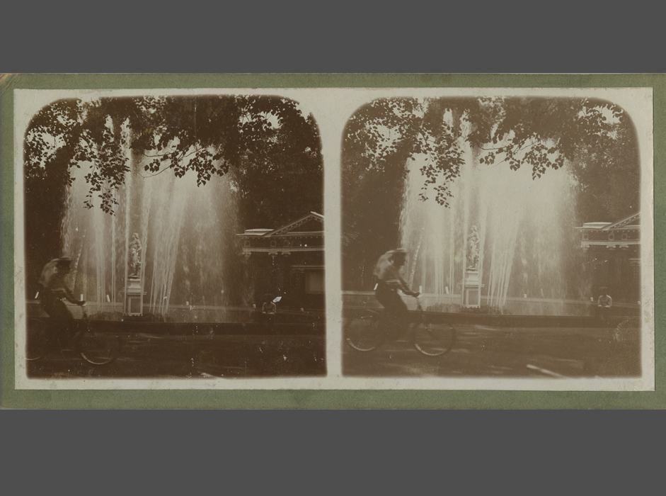 Stereo photography had achieved mass popularity by the early 20th century and gradually made way for new types of representation. Although losing precedence, it left viewers with an experience peculiar to our perception of three-dimensional images. Today the illusion of easy transit to another world, both terrifying and compelling, is intriguing audiences yet again. // Unknown author, View of a fountain, Russia. Late 19th – early 20th century, Albumen print