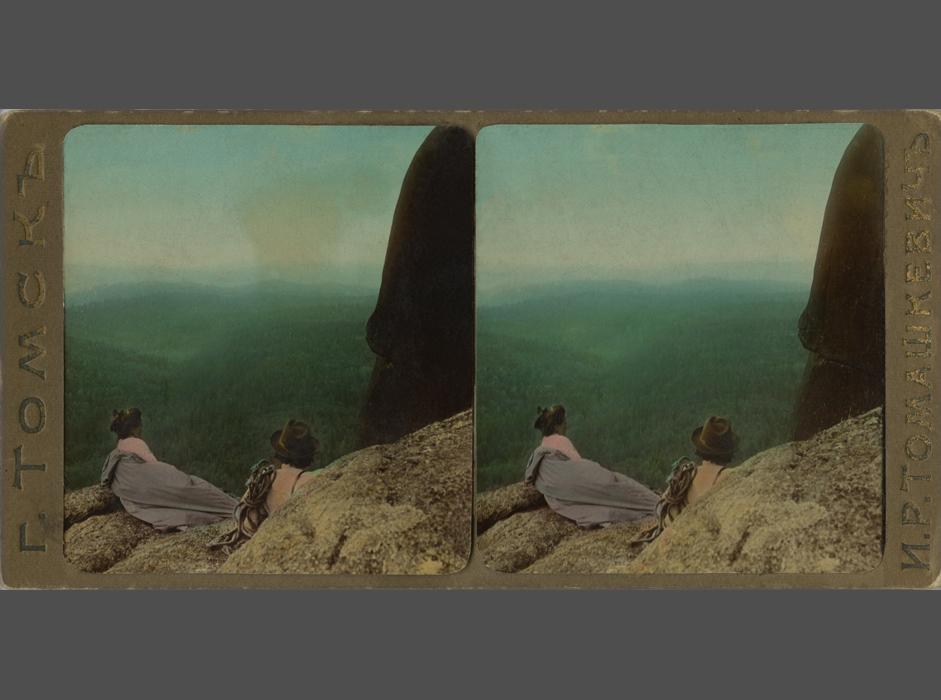 主要な役割を果たしたのは写真家ではなく、立体写真カードを発行した会社であった。米国、英国、日本とカナダでは Underwood & Underwood、スウェーデンでは共同出資会社Granberg in Sweden、ロシアではソビエト立体写真出版社などが挙げられる。// トマシュキェーヴィチ I. R. 「クラスノヤルスク近くの岩の柱の上で」、クラスノヤルスク地方、1890年代、銀塩印画紙