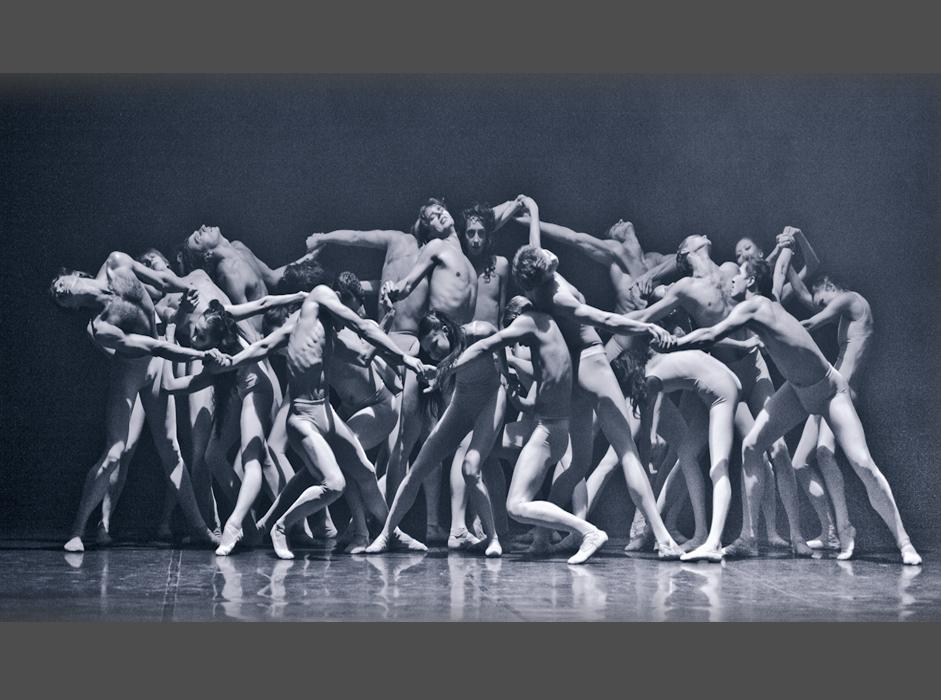 Pomembno obdobje v zgodovini tega baletnega gledališča se je začelo leta 2009, ko je mestna vlada v Sankt Peterburgu sprejela odločitev, da začnejo v mestu graditi Plesno akademijo Borisa Eifmana. Pobudo za projekt je dal sam koreograf. / Na sliki: Prizor iz predstave Ana Karenina.