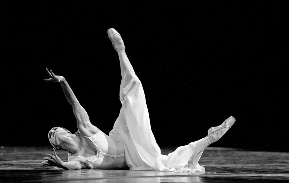 Pri ustvarjanju svojega sloga je Ejfman delal z različnimi plesnimi sistemi. Ni se omejil zgolj na okvirje baletne predstave, ker je zanj najbolj pomembna teatralnost. Njegove igre so predstave, ki razkrivajo nove oblike in nove principe plesnega dejanja. / Na sliki: Elena Kuzmina, glavna plesalka v baletni predstavi Rdeča gazela, ki je posvečena slavni ruski balerini Olgi Spesivcevi z začetka 20. stoletja.