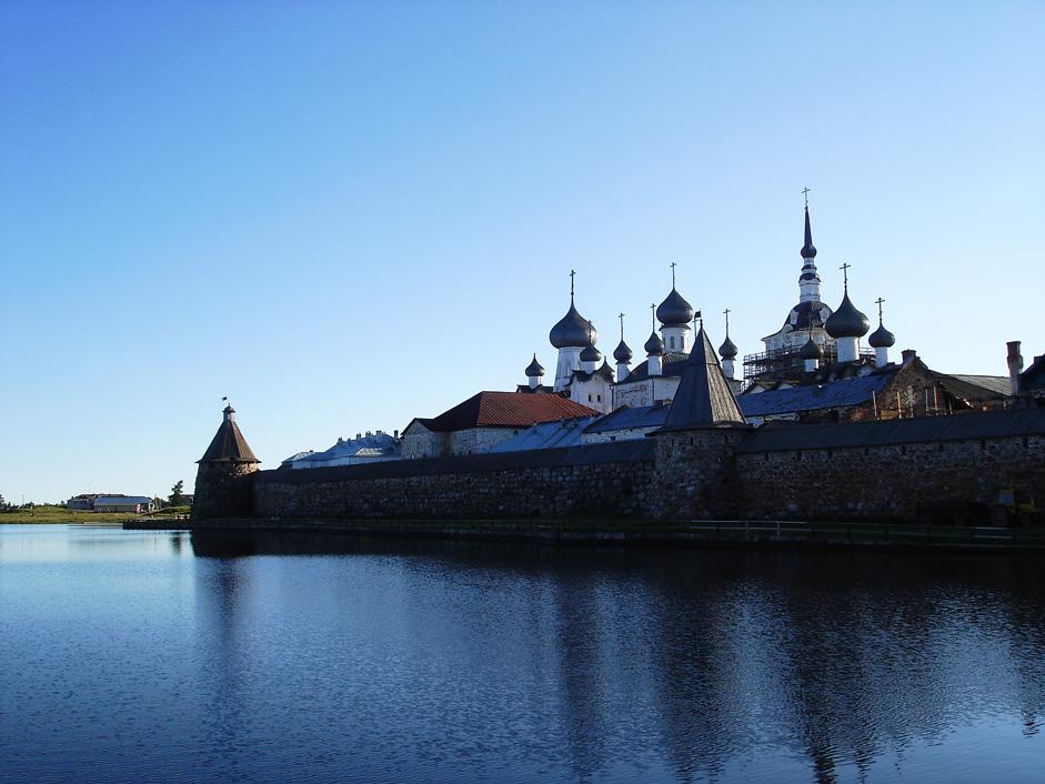 ユネスコ世界遺産に登録されている修道院と原生林と湖があるソロヴェツキー諸島は、この世のものとは思われない程美しく、今日船で到着するのは気分が高揚する経験だが...