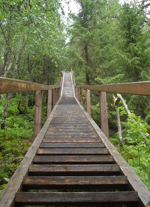キリスト昇天スキートの後ろには、急な丘を下る、めまいのするような294段の木製階段がある。「拷問階段」として知られるこの階段で、セキルカでも最も残虐な刑罰の一つが行なわれた。囚人は丸太に縛られ、階段の上から転落させられた。