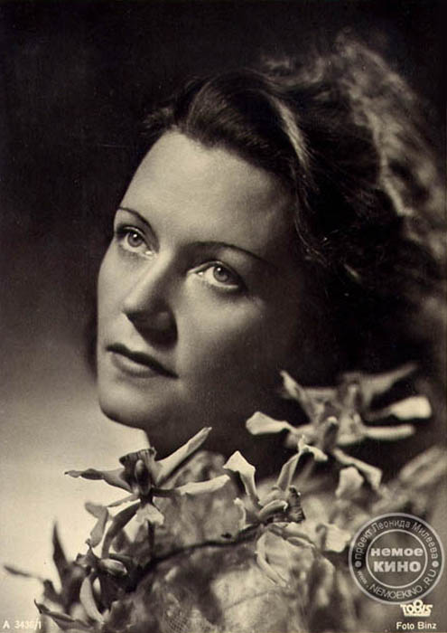 Olga Chekhova (nee Knipper, 1897-1980), an outstanding yet scandalous actress. She was the wife of the famous actor Mikhail Chekhov (a cousin of Anton Chekhov). Her aunt was Anton Chekhov's wife - Olga Knipper-Chekhova. She was admired by Adolf Hitler, who awarded her the title of National Artist of the German Reich after her immigration to Germany. At the same time, rumors and facts abound that Olga Chekhova worked for the Soviet secret service. But one thing is certain: Olga Chekhova was a very popular actress.