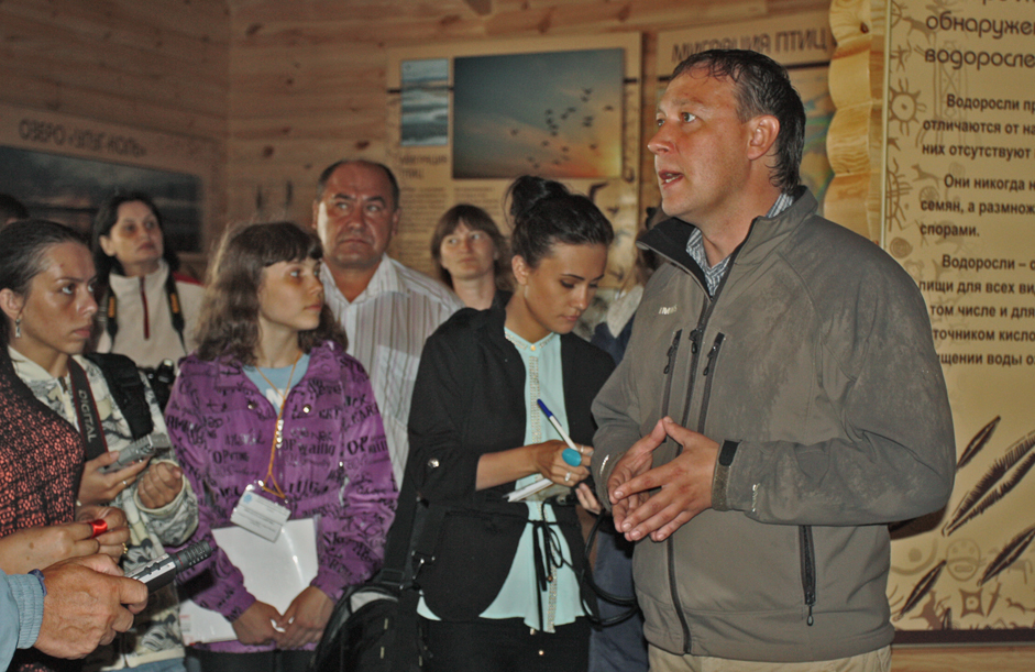 The director of Khakassia Reserve, Viktor Nepomnyaschy, officially opens the new visitor center. The occasion was attended by representatives of the Republic of khakassia, students, and reporters.