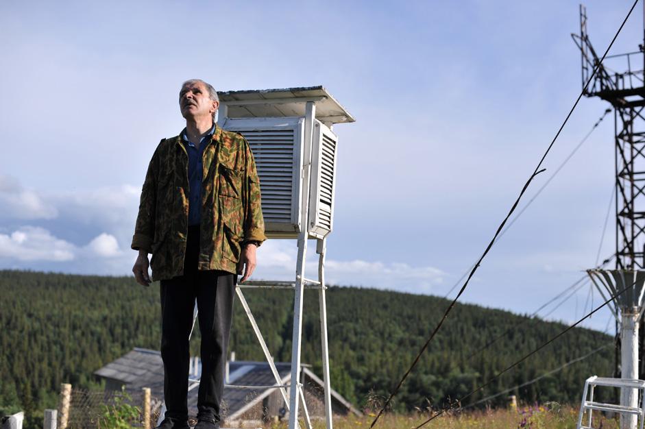 ジムネゴルスカヤ気象観測所所長のヴァレーラ・リゼツキー氏。彼はレニングラード(現サンクトペテルブルク)の水文気象研究所 で学んだ。彼は、ジムネゴルスカヤに配属されて以来、ずっとここに勤務している。