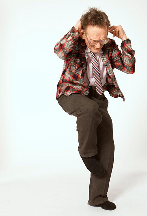 ワレンチン・バディチさんには「エルヴィス・プレスリーの祖父」というニックネームがつけられている。75歳の彼は、ブギウギ、ロカビリー、ロックン ロール、ツイスト・アンド・シェイク、ディスコや、その他多種のダンスを踊りこなす。40歳を過ぎた頃、彼は関節に痛みを感じるようになった。まもなく ワレンチンさんは、松葉杖なしには歩けなくなった。外科手術を拒否した彼は、辛抱して自分で治療することにした。彼は散歩を始め、わざわざ階段を上り下りしたり、ランニングやダンスも始めた。2年以内に彼は完治した。ワレンチンさんは現在、1年を通じて週に2回ダンスをしている。