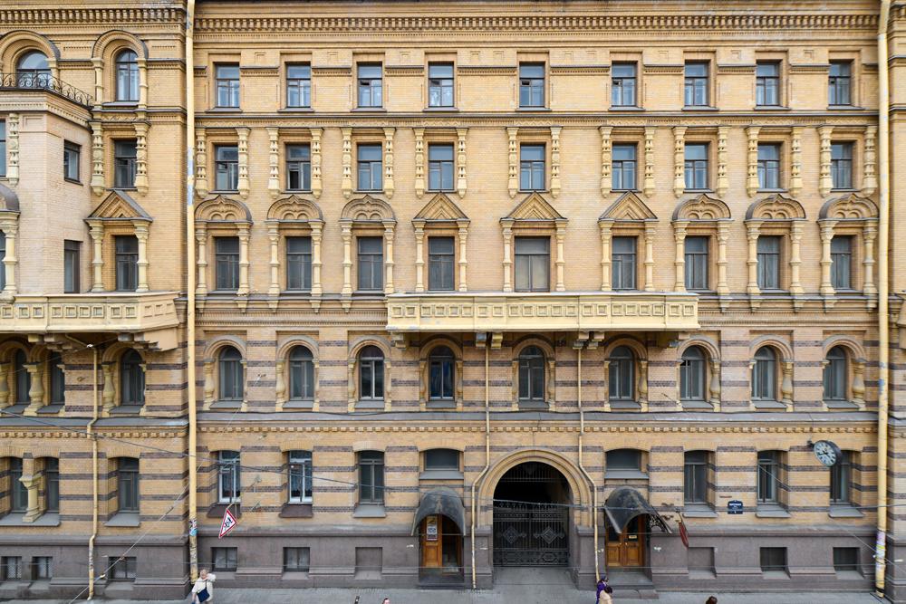 Gradu Petra Velikog nisu naudile rekonstrukcije iz doba Staljina 1930-ih do 1950-ih. Centar Sankt-Peterburga najljepši je dio grada, sa čarobnim pročeljima starih građevina.