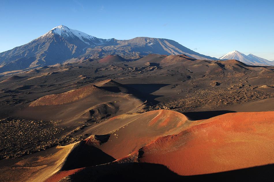 Si vous manquez de temps, les volcans Avachinski et Koryakski, visibles depuis Petropavlovsk, sont les plus accessibles. Mais même un bon marcheur rejoindra le sommet d'Avachinski, à 2741 au-dessus de la mer, en 6 heures, alors que l'ascension du volcan Koryakski (3456 mètres au dessus de la mer), est encore plus difficile et prendra au moins douze heures pour un randonneur entraîné.