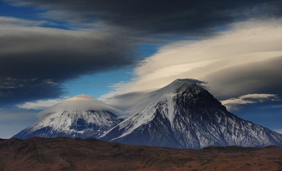 L'isolement de la région et son manque d'infrastructures sont à la fois une bénédiction et un fléau. La beauté et le calme de la nature du Kamtchatka sont dus, en partie, au fait que la région ne connaît presqu'aucun tourisme commercial.