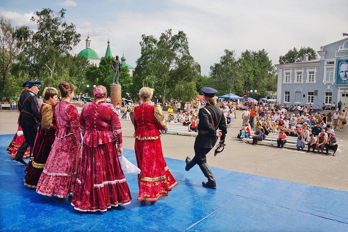 コサック村ヴョーシェンスカヤでは、1985年から毎年恒例の国際文学フォークロアフェスティバル「ショーロホフの春」が催されている。