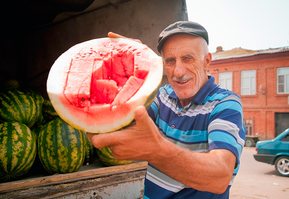 8月一杯と9月初旬、市場はスイカであふれている。ロシア中で、アストラハンのスイカは一番甘くてジューシーであるとされている。